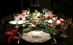 others-black-and-glasses-table-decorations-ideas-elegant-christmas-tables-centerpiece-decoration-ideas